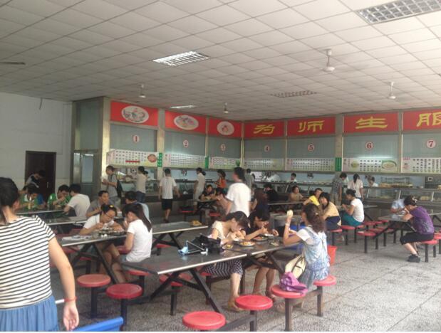郑州北大青鸟翔天信鸽校区食堂